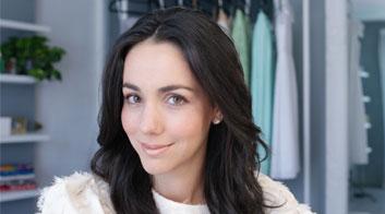 Tutorial de maquillaje de día romántico con acabado nacarado con Chantal Torres