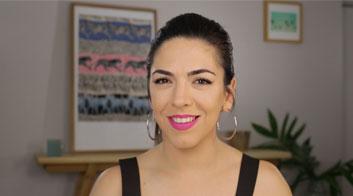 Tutorial de maquillaje de día con labios mate fucsia intenso con Andrea Flores