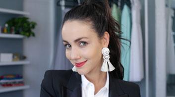 Tutorial de maquillaje con labios rojos y rostro minimal con Chantal Torres