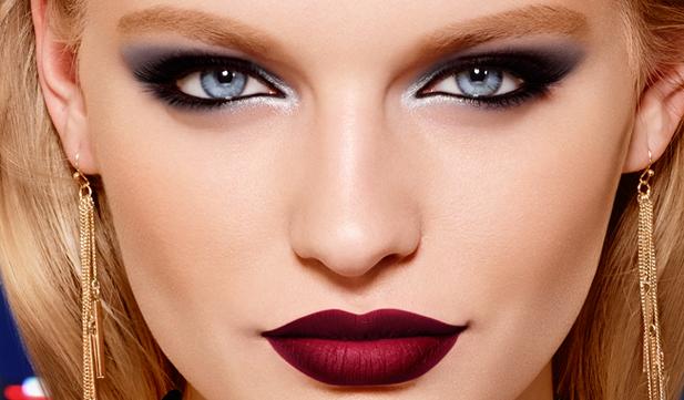 Labios intensos y mirada profunda