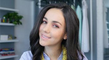 Tutorial de maquillaje de ojos cálido y brillante en naranja con Chantal Torres